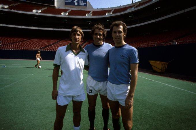 (l-r) New York Cosmos players Johan Cruyff, Giorgio Chinaglia, Franz Beckenbauer circa 1978
